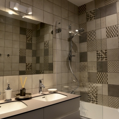 pilkas-vonios-kambarys-12